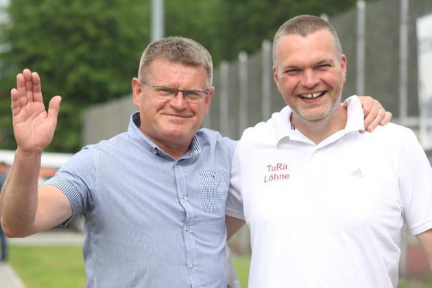 Zbigniew Marczyk (links) begrüßt Frank Dinnendahl.
